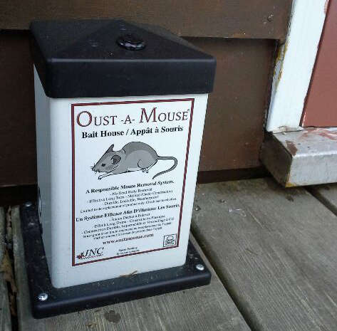 The Oust-a-Mouse is an alternative rodent control method to stop mice infestations.